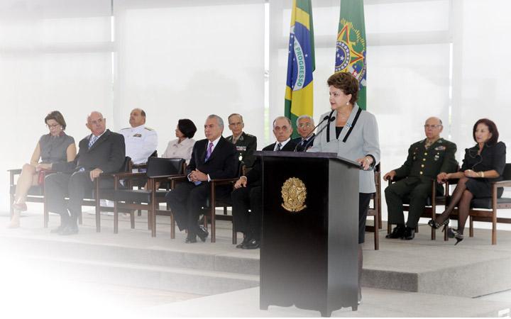 Defesa não pode ser considerada elemento menor na agenda nacional, diz Presidenta da República