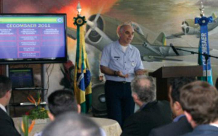 Estrutura de comunicação integrada da Aeronáutica é apresentada a jornalistas