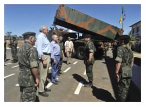 Governo estuda apoio a empresa estratégica no setor de defesa, afirma Jobim