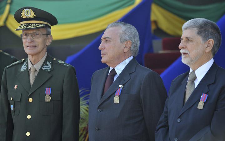 Comandante do Exército, Vice-Presidente e Ministro da Defesa comemoram o Dia do Soldado