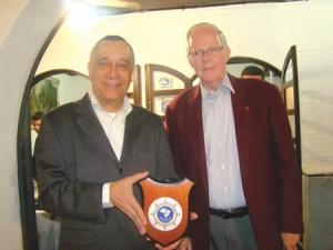 Sociedade Amigos da Marinha do Paraná homenageia Comandante da Marinha