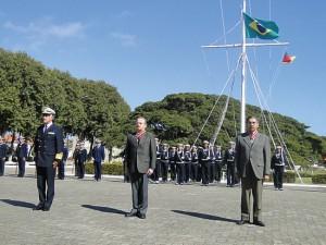 Comando do 5º Distrito Naval agracia Governador Tarso Genro e ex-Governador Olívio Dutra com a Ordem do Mérito Naval 1