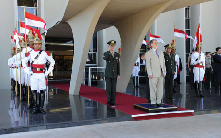 Comandante do Exército recebe  Ministro da Defesa no QG