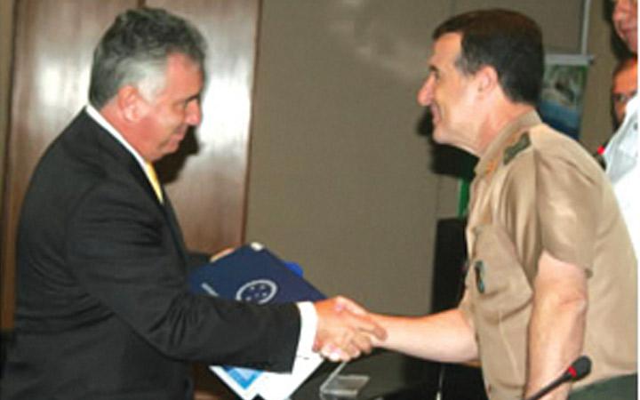 ESG diploma primeira turma de quadros civis em Brasília