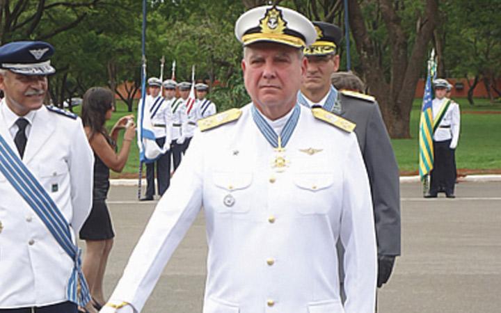 Comandante do Corpo de Fuzileiros  Navais é homenageado pela Força Aérea