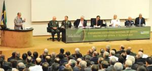 Amorim defende base industrial forte como parte de estratégia de dissuasão