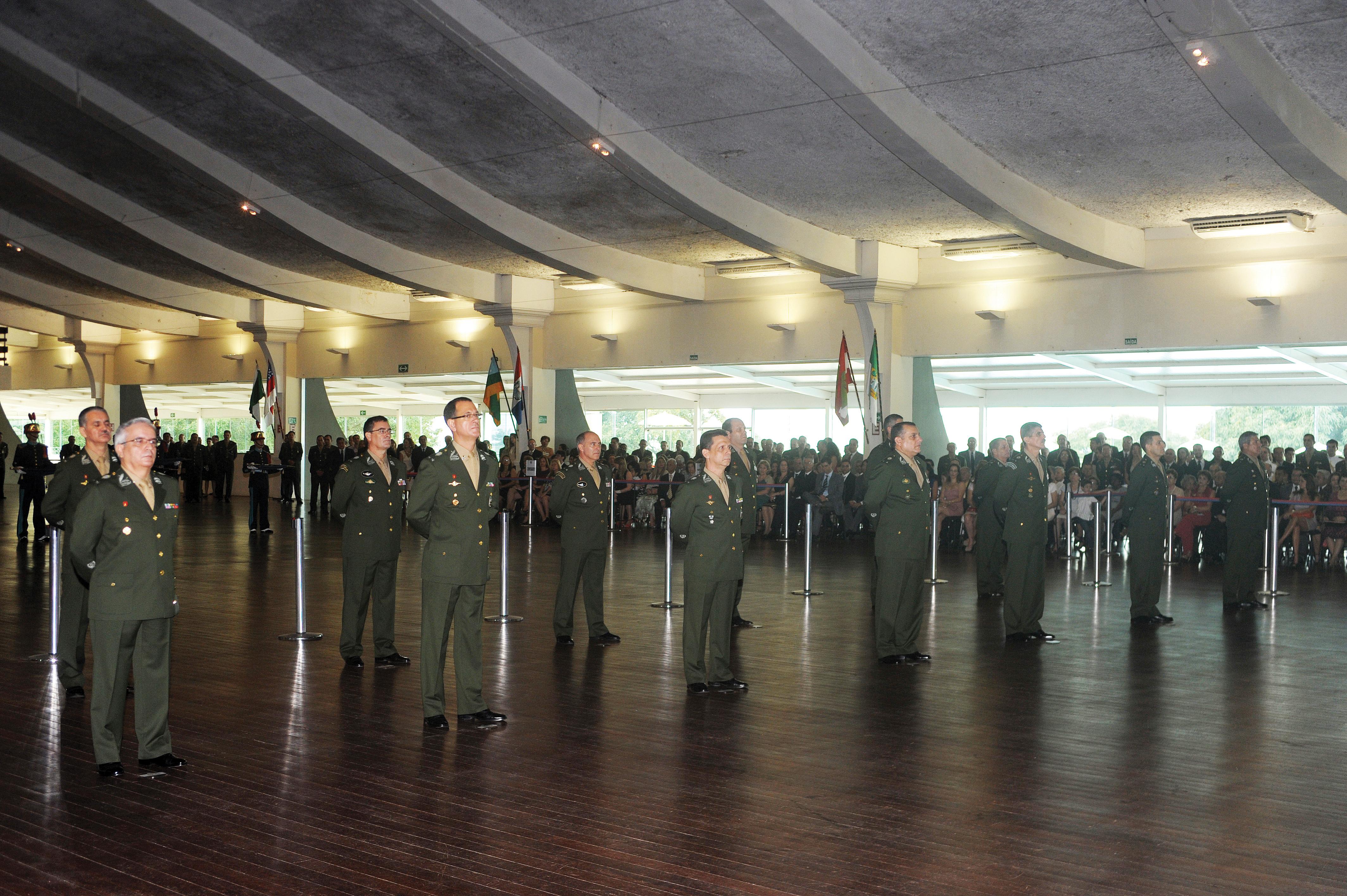 dcddf54052783 O Ministro da Defesa, Celso Amorim, participou da cerimônia de entrega de  espada a 14 Oficiais Generais ocorrida no Clube do Exército, em Brasília.