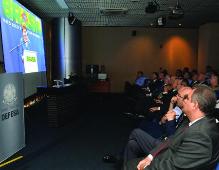 Defesa apresenta planejamento estratégico para 2015