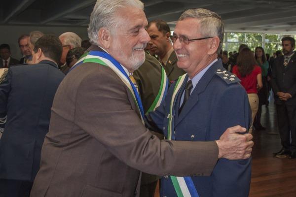 Jaques Wagner destaca conquistas da Defesa durante entrega da Ordem do Mérito