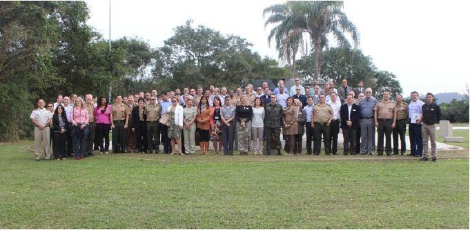 Curso de Altos Estudos de Política e Estratégia visita o Centro Tecnológico do Exército