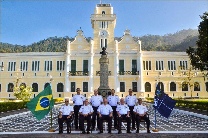 Comandante da Marinha se reune com Almirantado no Colégio Naval