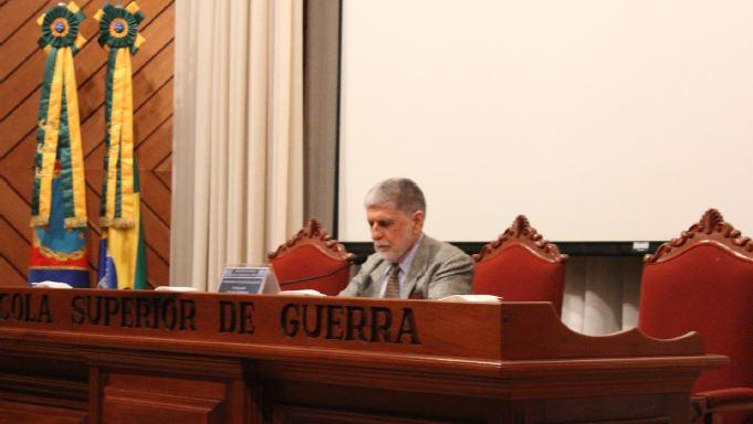 Embaixador Celso Amorim participa de debate na ESG
