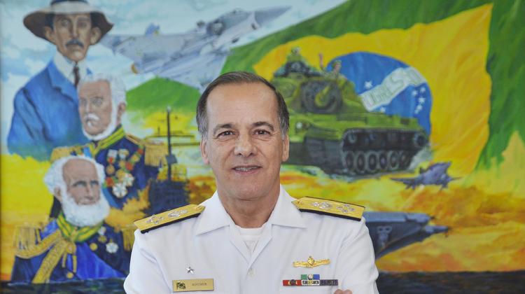 Almirante Ademir Sobrinho assume a chefia  do Estado-Maior Conjunto das Forças Armadas