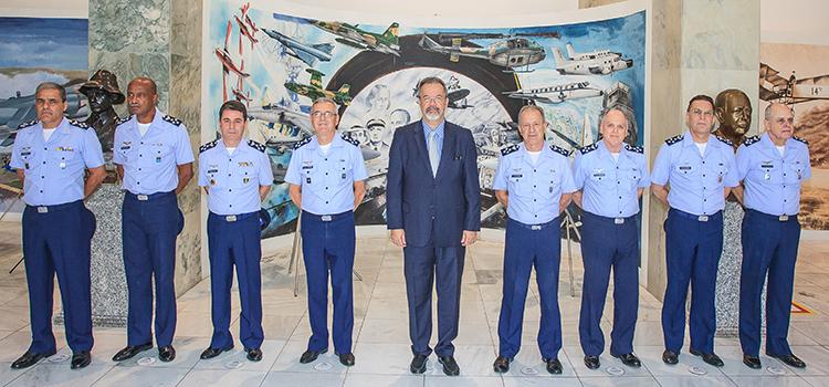 Jungmann tem reunião de trabalho com o Alto Comando da Aeronáutica