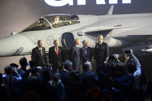 Comandantes das Forças Aéreas do Brasil e da Suécia destacam vantagens da nova aeronave