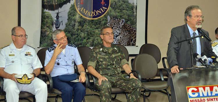 Os comandantes da Marinha, do Exército e da Aeronáutica acompanharam o ministro Jungmann em Manaus