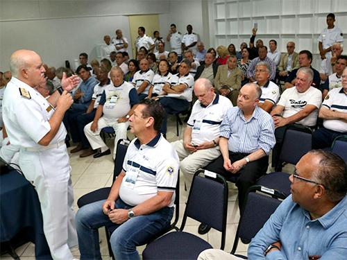 Almirante de Esquadra Küster discursando na abertura do II Encontro Nacional de Presidentes