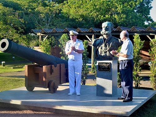 Comandante do 5º DN, Vice-Almirante Cardoso Gomes, e Paulo Renato Paradeda