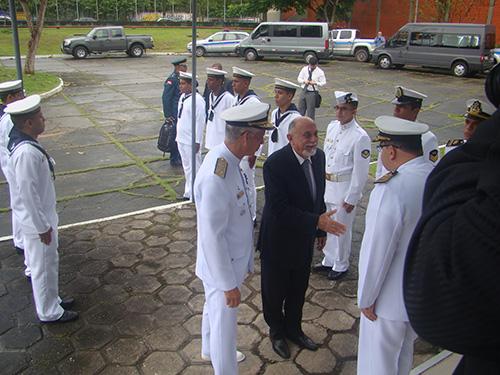 Governador Simão Jatene sendo recebido pelo Comandante do 4º Distrito Naval  e pelo Comandante do CIABA