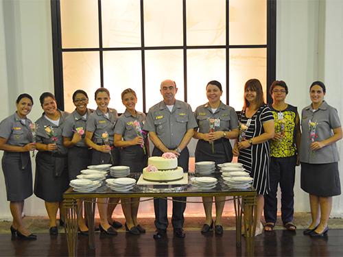 Oficiais acompanhadas do Vice-Almirante Viveiros