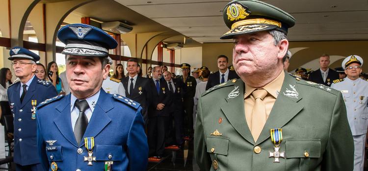 O Brigadeiro Alvani e o General Moura, ambos do MD, também foram agraciados na cerimônia