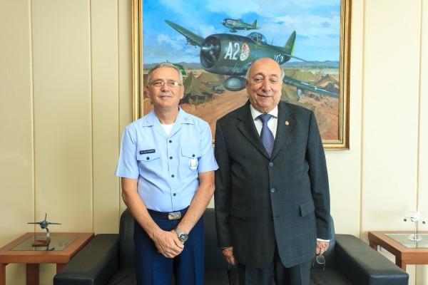 Comandante recebe Senador Pedro Chaves