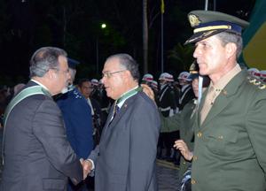 Jungmann condecorou o desembargador Frederico Ricardo de Almeida Neves