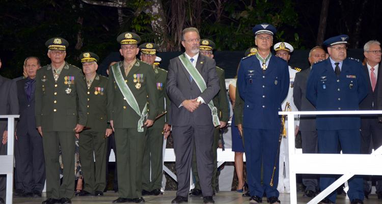 Jungmann acompanhou o evento ao lado do General Artur Costa Moura e de autoridades civis e militares