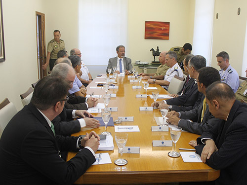 Ministro da Defesa e Comandante da Marinha visitam a ESG