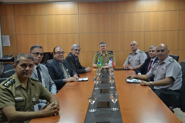 Exércitos do Brasil e do Chile discutem geopolíticas de Defesa Regional