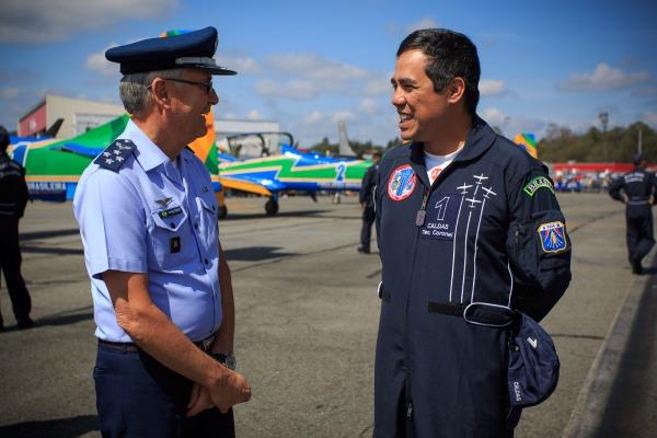 Comandante da Aeronáutica visita a feira aeronáutica F-Air Colômbia 2017