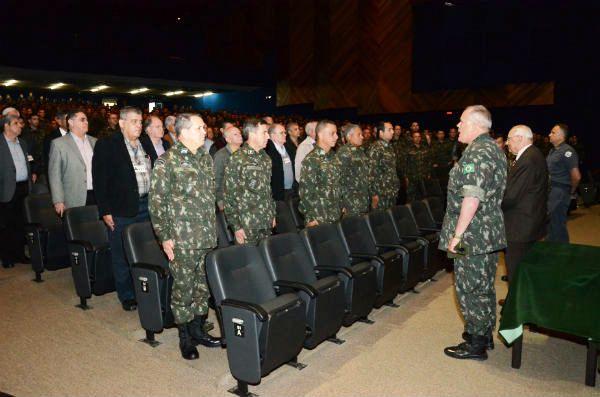 Comandante do CMSE participa de palestra na AMAN 1