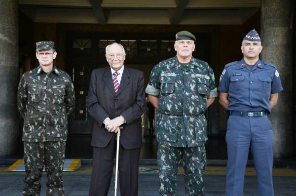 Comandante do CMSE participa de palestra na AMAN