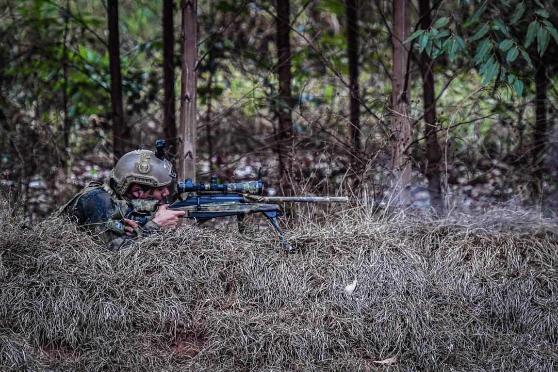 Adestramento de Forças Especiais treina militares para deslocamento tático e tiro ao alvo