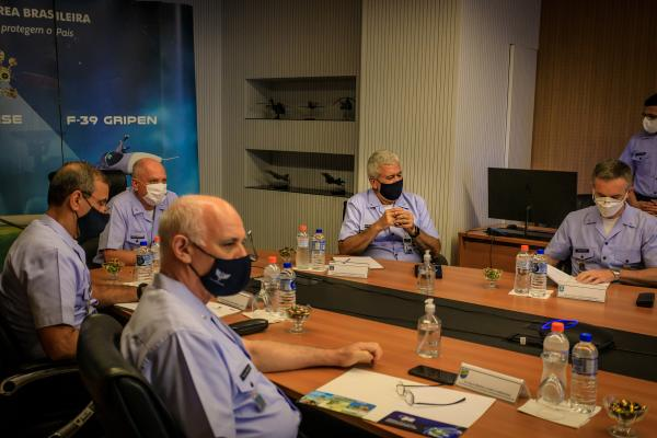 Comandante da Aeronáutica participa de videoconferência com Ministro da Justiça