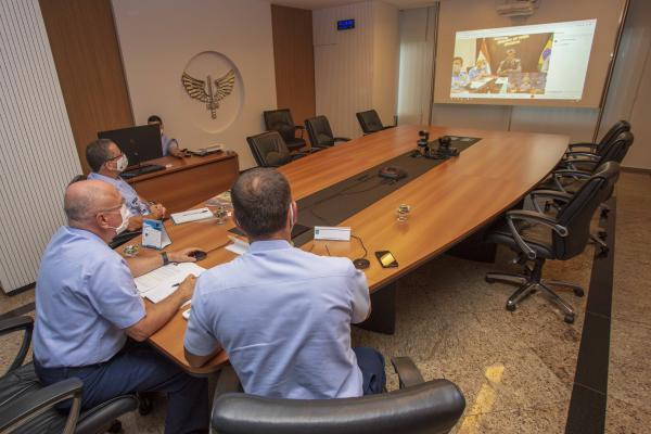 Comandante da Aeronáutica participa de videoconferência com Embaixador da Índia