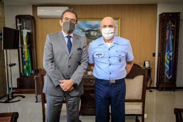 Comandante da Aeronáutica recebe Presidente da Empresa Taurus