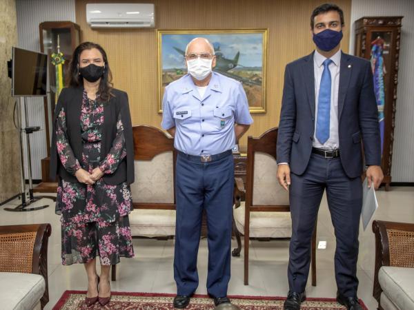 Comandante da Aeronáutica recebe visita da Procuradora-Geral da Justiça do DF