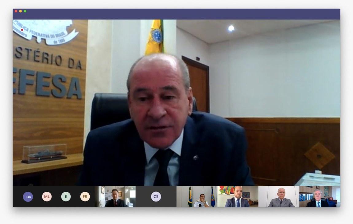 Ministro da Defesa participa de abertura de curso entre ESG e ILB