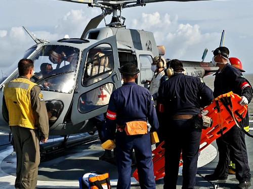 """Navio-Auxiliar """"Pará"""" realiza exercício de tiro real de superfície e Operações Aéreas"""
