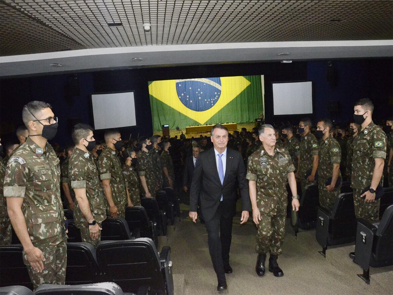 Presidente da República ministra palestra na Academia Militar das Agulhas Negras
