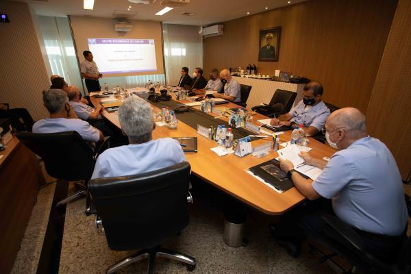 Alto-Comando da Aeronáutica se reúne com especialistas em investimento imobiliário