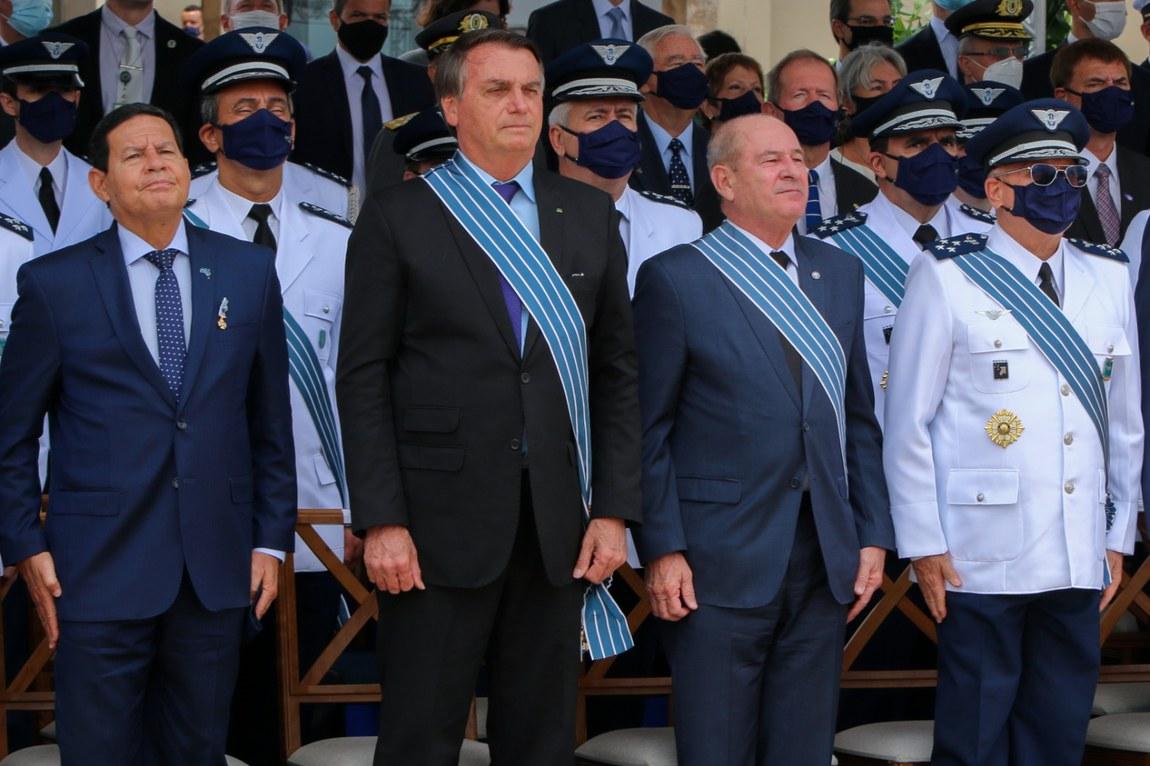 Apresentação oficial do novo caça da Força Aérea marca cerimônia do Dia do Aviador