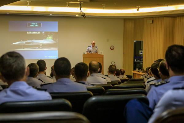 Comandante da Aeronáutica realiza palestra para Comandantes, Chefes e Diretores da FAB