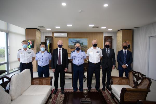 Comandante da Aeronáutica recebe Comandante da Força Aérea da Suécia