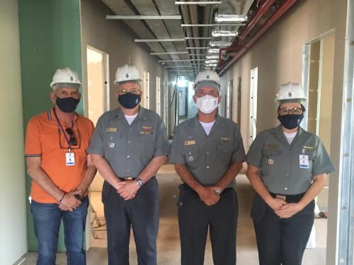 Comandante da Marinha visita obras do Hospital Naval de Brasília