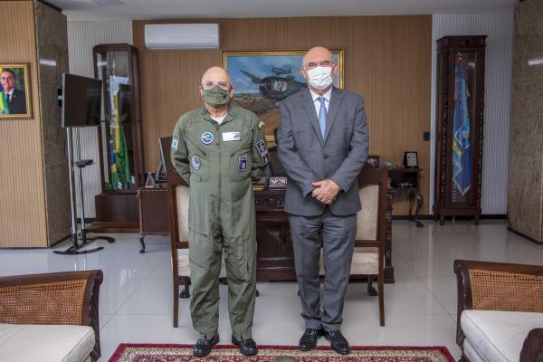 Comandante da Aeronáutica recebe Ministro da Educação em visita institucional