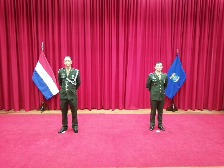 Militares brasileiros recebem medalhas na Escola de Comando e Estado-Maior do Exército do Paraguai