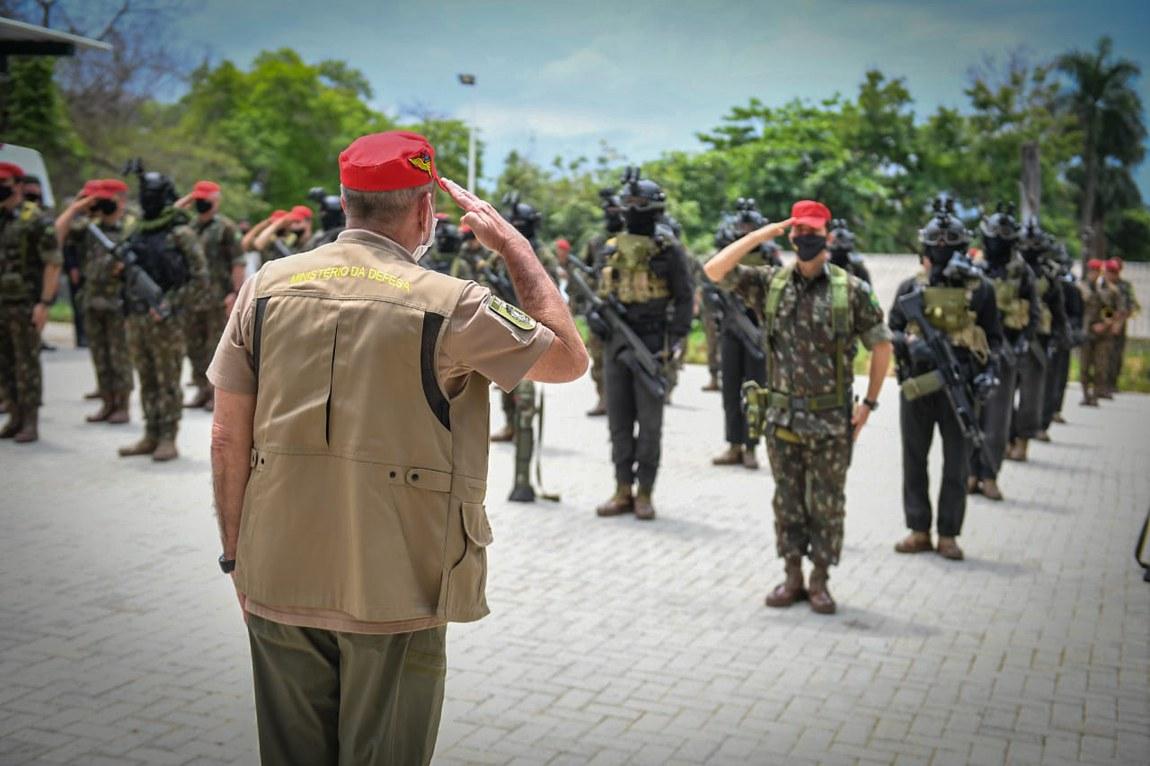 Ministro da Defesa participa de eventos em homenagem aos precursores paraquedistas