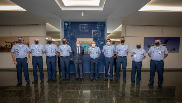 Ministro da Defesa participa de reunião com o Alto-Comando da Aeronáutica